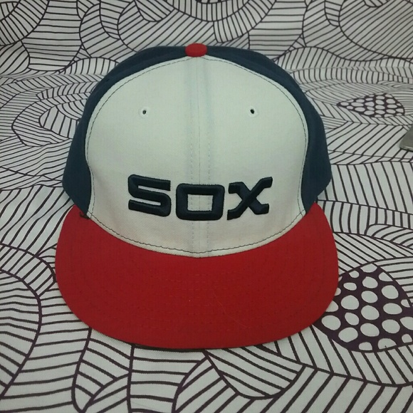 d7a29b2d4ee NWOT New Era Chicago White Sox Fitted Hat 7 1 4